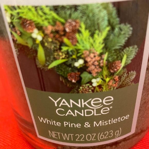 Yankee Candle White Pine & Mistletoe large candle